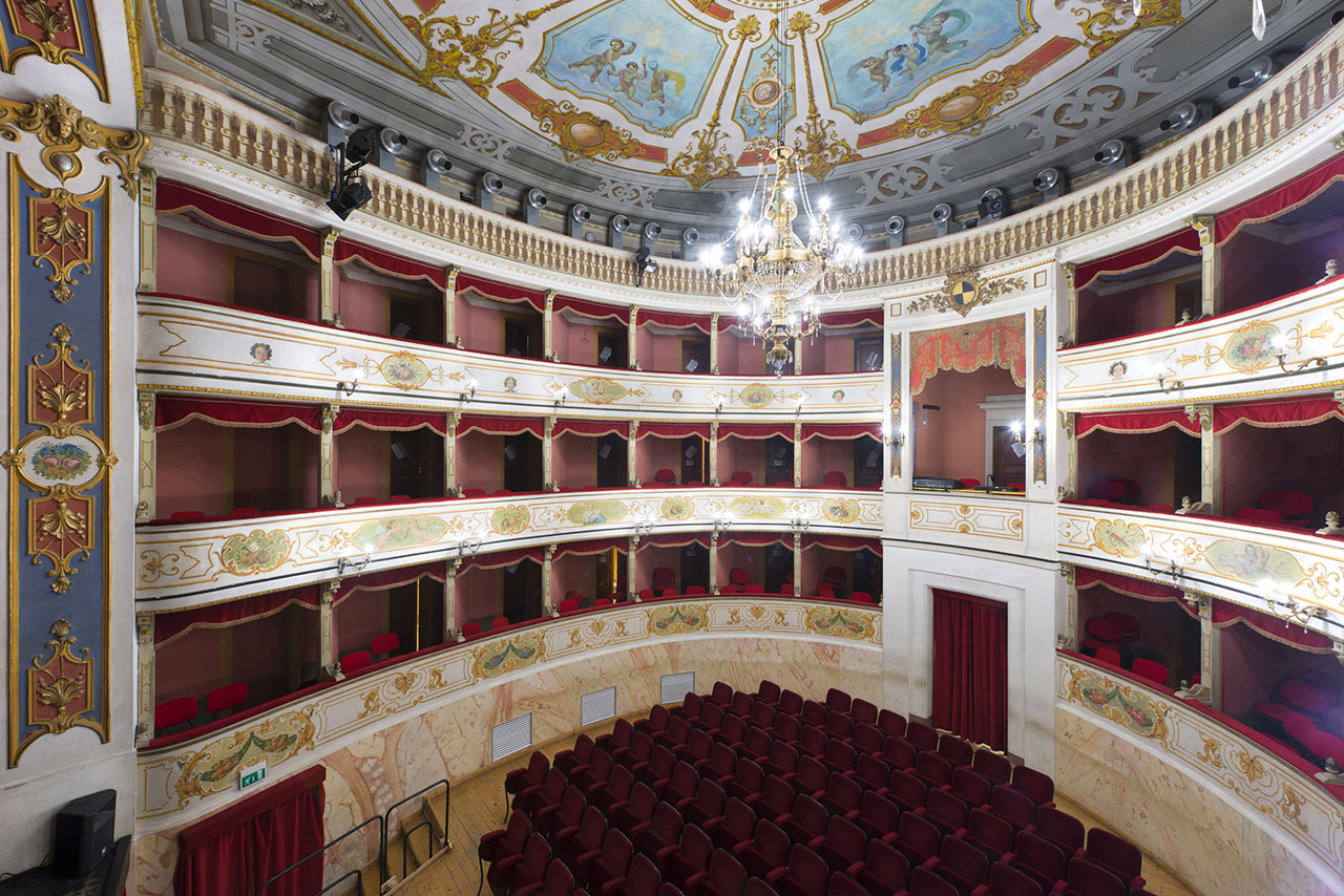 Vista dall'alto del teatro Franco Tagliavini di Novellara